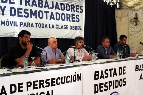 Mesa de apertura del  Noveno Plenario de Delegados. Ezequiel Roldán, Eduardo Labra, Daniel Yofra, Adrián Dávalos, Miguel Ferreyra.